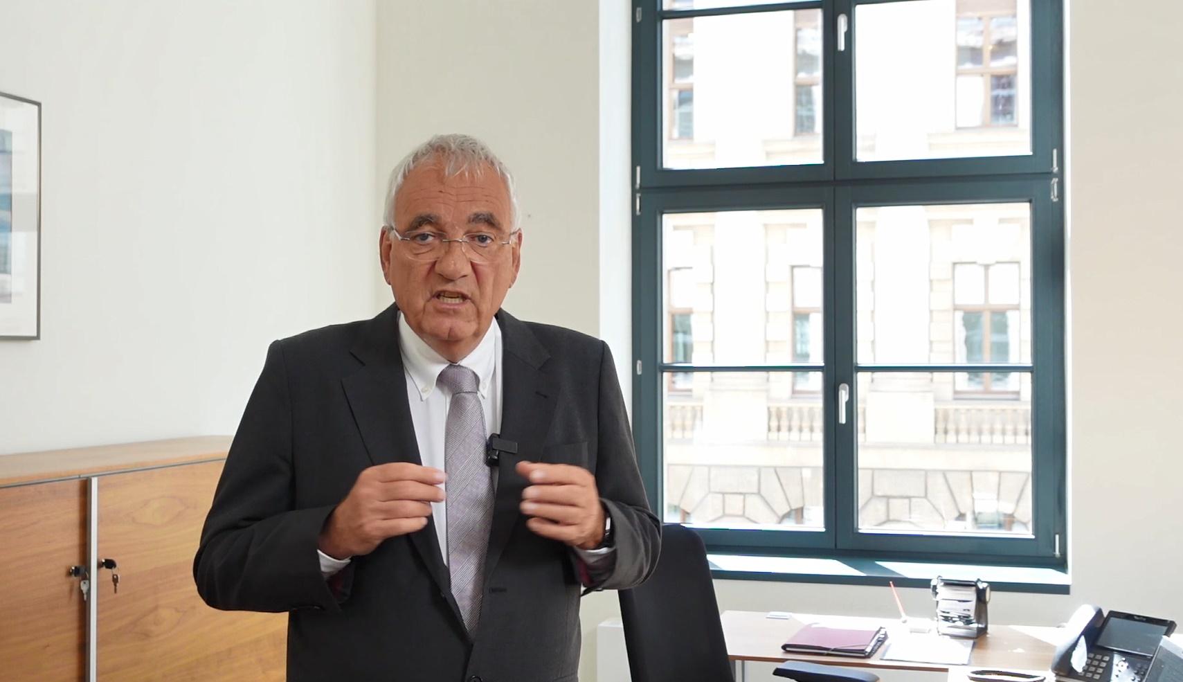 Standbild des Präsidenten der der Bundessteuerberaterkammer zu den Themen Fristverlängerung und Update Überbrückungshilfe